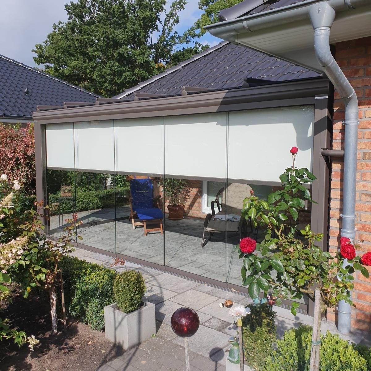 Kaltwintergarten aus Aluminium und Glas mit Schiebetüren